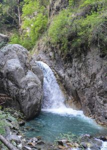 Himachal-Pradesh- waterfall-hiking