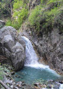 Himachal-Pradesh- waterfall-hiking